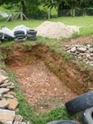 A cava com dimensões de 4 x 2 x 1 metros, totalizando 8m3.